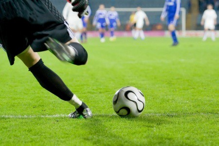 Qatar Soccer Player with Knee arthritis travels to have Stem cells with Dr. Lox