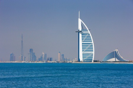 Patient in Dubai with Knee OA Considers Stem Cells with Dr. Lox